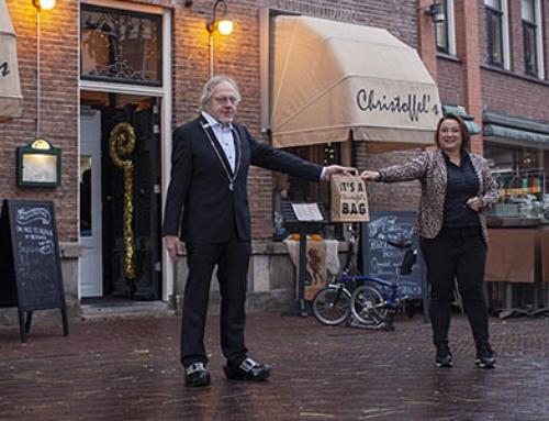 Nachtburgemeester Toon Brummelhuis supporter van de Oldenzaalse Horeca